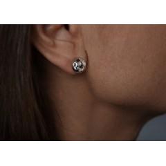 Örhängen med utsågat mönster